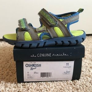 OshKosh boys Velcro sandals size 11
